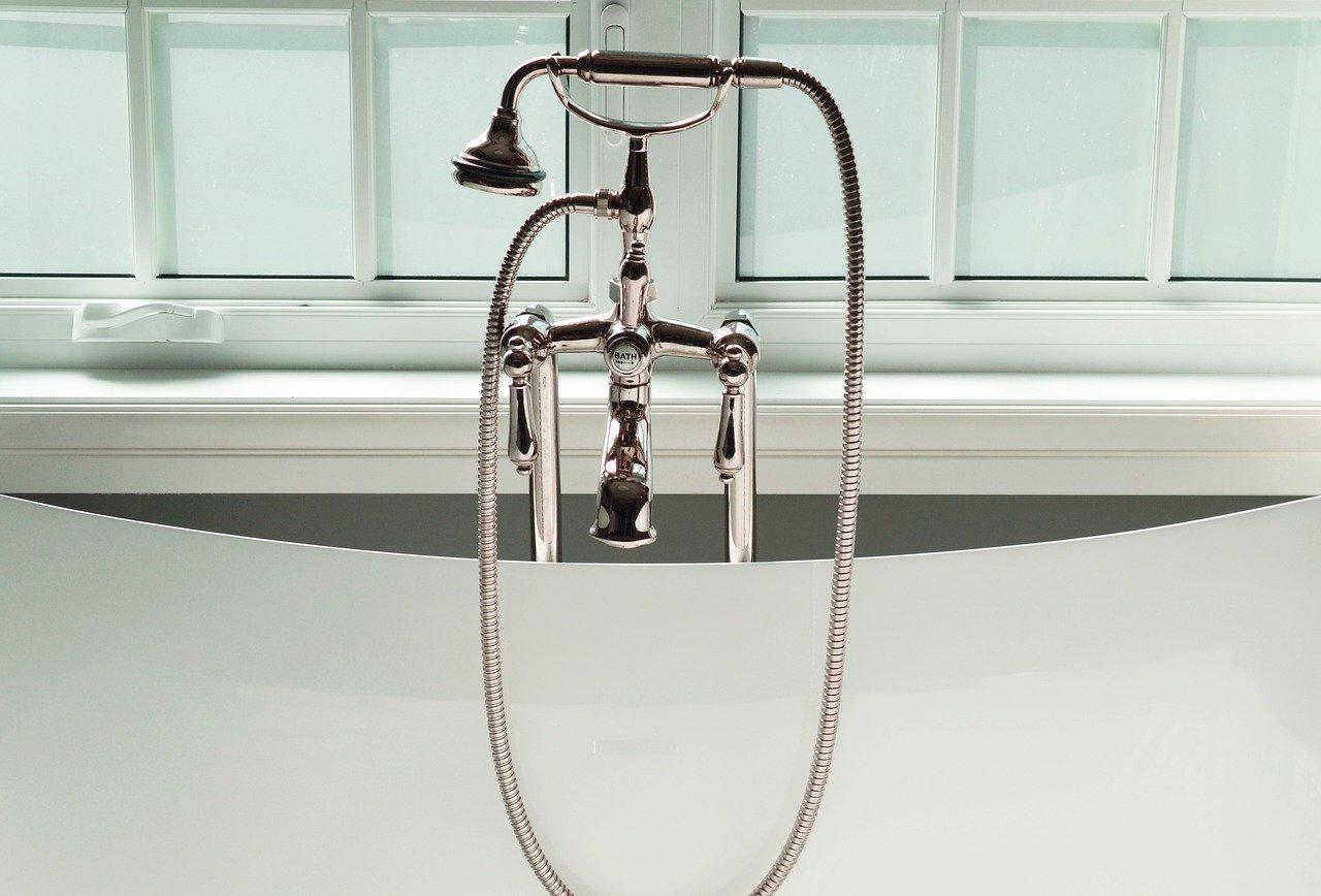 Comment remplacer le robinet de la douche ?